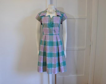 50s dress / Gr8 Neckline / Vintage Dress / 1950's Pleated Skirt Print Lucy