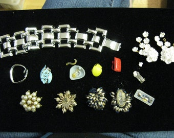 Fabulous Vintage Broken Jewelry Chunky Beads Assemblage Altered Art Lot Reuse Supplies