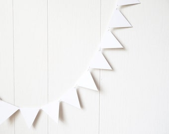 White Triangle Bunting / Flag Garland / White Triangle Bunting / Adjustable Nursery Bunting / Photo Prop 20 ft