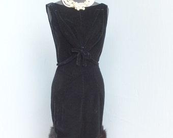 Unique and Stunning Vintage 60s Black Velvet Dress w/Fur Hem / Velvet Wiggle Dress / Cocktail Dress  / Dinner Dress