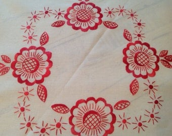Table Linens Round Tablecloth Napkin Set Red Flowers Embroidery NOS Unused