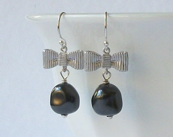 ON SALE Grey Silver Pearl Earrings