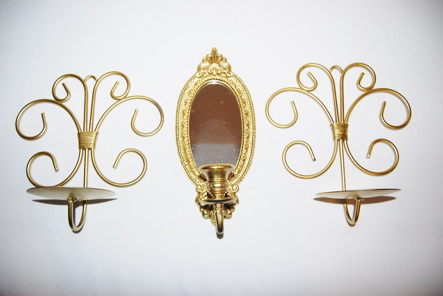 Vintage gold wall decor fleur de lis trio 1970s for Fleur de lis home decorations