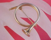 FREE Ship ~ Estate Dynamic FRENCH HORN Gold Plate Brooch/Pin