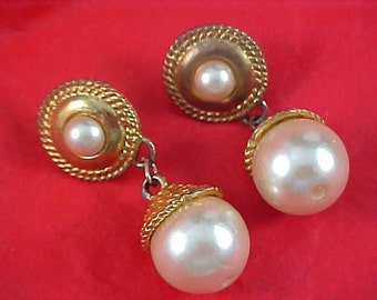 Fabulous  Glass Pearl Post Earrings ~ Gold Plated