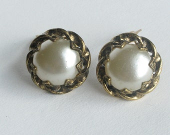 Round Single Faux Pearl and Gold Earrings Clip On