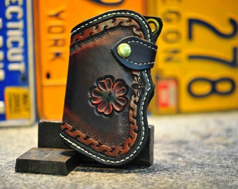 The Scarred Smarter Fin - a custom mens chain wallet
