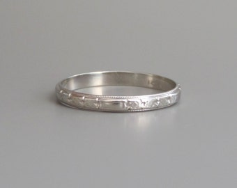 Antique White Gold Wedding Band. Art Deco Boxy Floral. 18k. 9.75