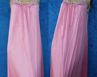Vintage 60s 1960s Retro Clothing Lace Nylon Pink Vanity Fair 70s Nightgown Gown Small