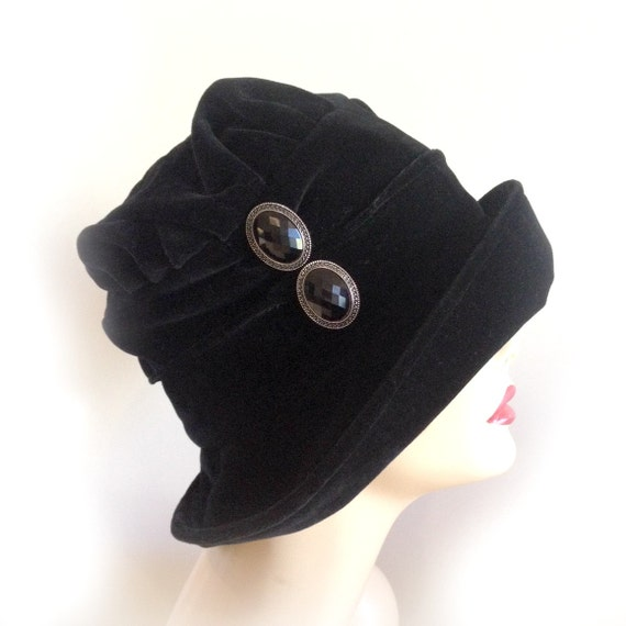 black winter hat womens cloche flapper style black velvet