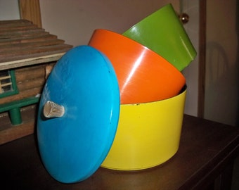 biggest smaller smallest  one fits all  nesting containers bowls
