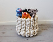 Small knit rope basket