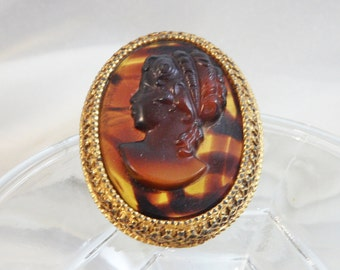 Vintage Florenza Brooch. Pendant. Brown Glass Tortoiseshell Cameo. Victorian Revival.