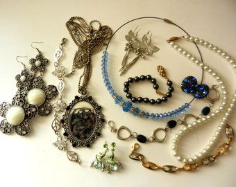 Christmas SALE  Bright '60-'70 Jewels collection  --Lovely Vtg costume jewellery Lot, ready to be worn -mix 11 pieces - Art.150--