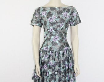 SALE.....1950s Vintage Dress - Gorgeous Floral Print Rayon Party Frock -  36 / 28 / 42