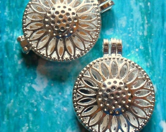 wholesale - bulk discount 4pcs - Bright - Silver plated - Sunflower locket - oversized runway Flower pendant