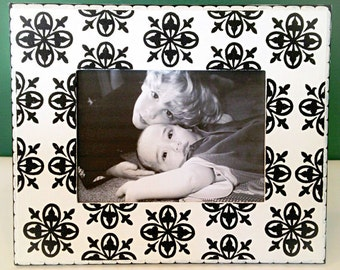 White and Black 5x7 Picture Frame , Medallion Patterned Frame , Wedding Photo Frame, Family Photo Frames, Decorative Painted Frames