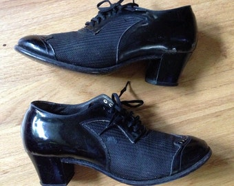 1930s black mesh and patent leather Oxford heels / 30s mesh shoes