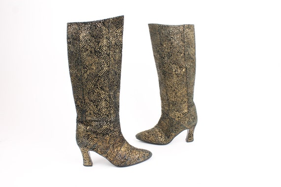 80s 90s Leather Boots Gold Metallic Snakeskin Knee High Heels Pointed Womens Shoes Footwear 8.5 Vintage 1980s