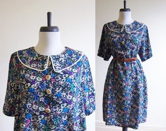 Vintage 1960s Dress / PETER PAN Collar Smock Babydoll Floral Dress / Size Medium or Large