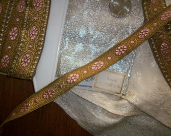 1 yard of french antique gold/sweet rose trim, yardage