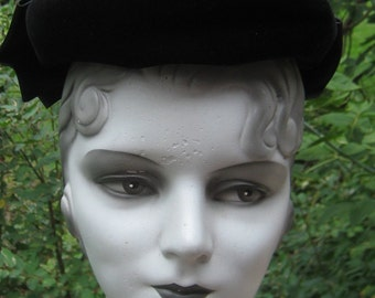 Fab Vintage 1950s 1960s Mad Men Black Velvet Pill box Type With Big Bow Hat
