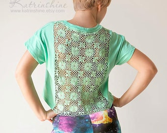 Mint green t-shirt with upcycled vintage crochet doily back - Size S-M