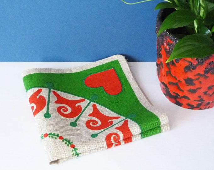 Vintage 1970's Christmas printed oatmeal scandinavian bread basket liner.