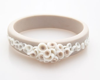 Beige and white  porcelain flower bracelet bangle La Angosta , ceramic jewellery, porcelain jewelry