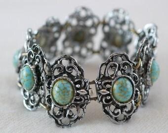 Vintage Silver Tone Metal Aqua Mottled Veined Glass Bead Bracelet  …..2886