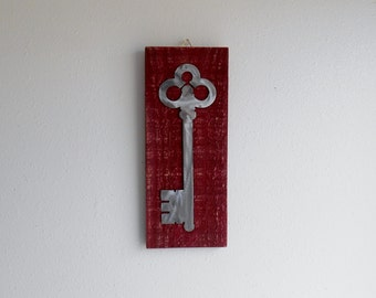 Antique Key / Pallet wood / Cottage Chic / Shabby Chic / Reclaimed wood / Wall Art / Wall Decor