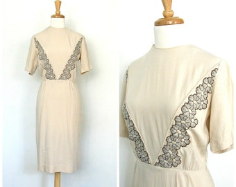 1950s Dress - 50's wiggle dress - 50s cotton dress - tea dress - cream wedding dress - midi - Donovan Galvani - small medium