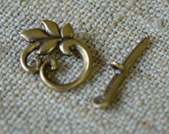 Clasp JBB Antiqued Brass Toggle 16x14mm Round Leaf