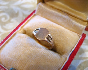 Antique Edwardian 14K Gold Baby Signet Ring