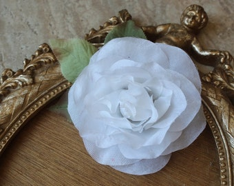 Cute silk   flower  with  clip back   1 piece listing  white  color