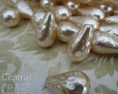 18 x 11 mm Antique Cream Pitted Hammered Dimpled Tear Drop Czech Glass Baroque Pearl Beads - 8 pcs - Shabby Vintage Style