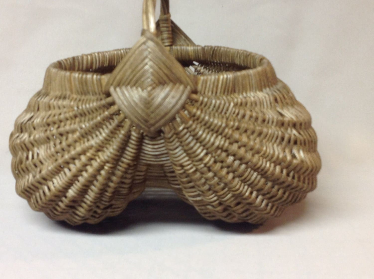 How To Weave A Basket Out Of Reeds : Hand woven egg basket with twisted reed handle by