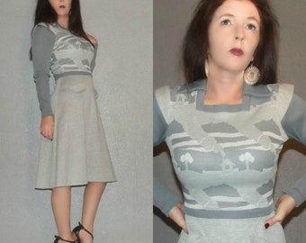 799 XS S Vtg 70s Gray Novelty Houses Trees Print Knit Space Age Twiggy Sweater Dress