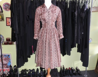 50s printed shirtwaist dress 1950s full skirt tribal print rhinestone button day dress size Large 10 12