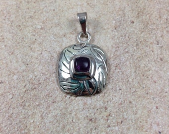 Amethyst and Silver Pendant, 1 pendant, 20 x 18 mm