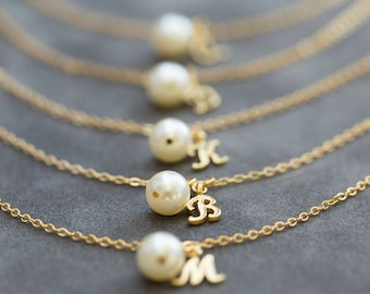 Gold Personalized Bridesmaid Jewelry, Set of 8, Pearl Bridesmaid Bracelet, Charm Initial Jewelry Gift