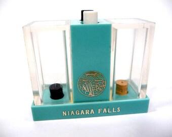 Retro Niagra Falls Souvenir Salt and Pepper Shaker