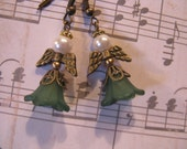 Irish Angel Earrings Perfect Creamy White Pearl Face 5-Petal Flower Shamrock Green Dress Antique Bronze Wire Irish Angel