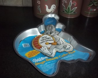 Vintage Wilton Bugs Bunny Cake Pan with insert includes four decorating ideas dated 1983