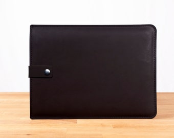 """13"""" MacBook Pro with Retina Display Leather Sleeve Case with Strap in Black"""