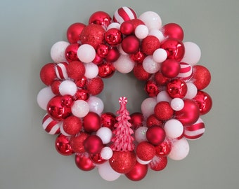 CHRISTMAS Wreath Ornament Wreath RED and White Swirl  with TREE