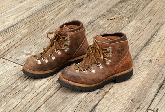 vintage vasque hiking boot mountaineering boots brown leather. Black Bedroom Furniture Sets. Home Design Ideas