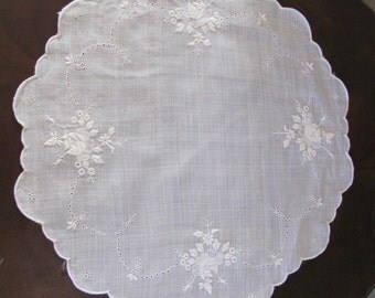 Lovely Antique White Round Embroidered Linen Doily 15""