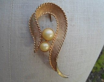 Vintage Brushed Gold Pearl Sarah Coventry Large Pin/Brooch 1960s to 1970s Swirl