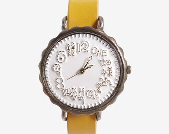 Vintage Retro Handcraft Wrist Watch with Leather Strap /// Snowground - Perfect Gift for Birthday, Anniversary